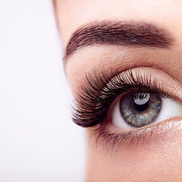 female-eye-with-long-false-eyelashes-KE24C38_lowres